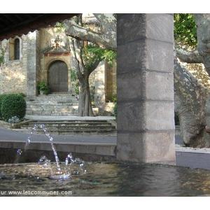 l église et la fontaine