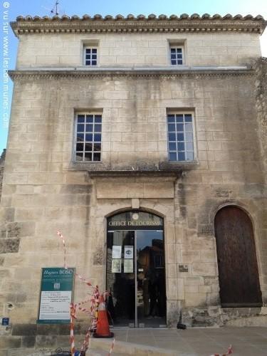 Commune les baux de provence mairie et office de - Thollon les memises office du tourisme ...