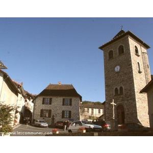 La place du bourg, autour de son église.