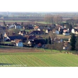Autrefois CARREIUM et CARREIACUM dans les vieux titres; paroisse de 2 à 300 habitants et 63 feux. En 1644, 5 habitants seulement et toutes les maisons en ruines En 1616 12 feux; terre seigneuriale ayant appartenu à octavien de LONGUEVAL, seigneur d AS
