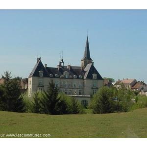 Château Hotel Restaurant situé sur un parc de 8 ha agrémenté d animaux