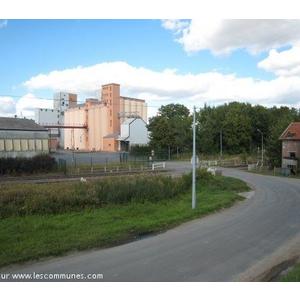Le silo à grains Années 2009 et le passage à niveau 105 ( PN105 )
