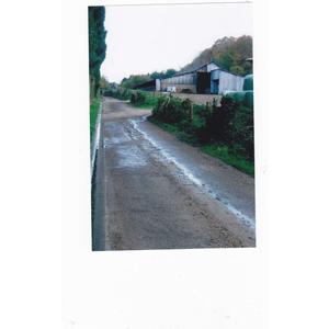 chemin des rues ou coule du purin vive la campagne de 1900 grand merci a gégéne legendre comme il dit la dedans le touriste ca glisse et merde aux écolos