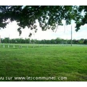 Le pigeonnier et le terrain de foot