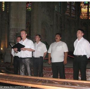 Le choeur DOROS de MOSCOU en concert en la Basilique St Fris de Bassoues le Mercredi 28 octobre 2009 20h.30.Dernier concert de leur tournée 2009 avant leur retour pour la RUSSIE. Voix d hommes a capella:ténors,barytons et basses Chants orthodoxes et tra