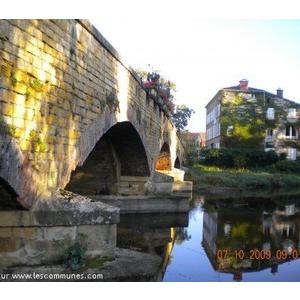 pont de pierre construit au XV° siècle
