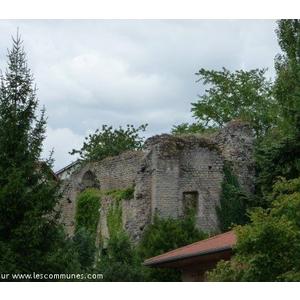 Vestiges de l ancien théâtre romain de Moingt.