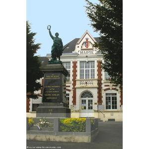Mairie et Monument aux Morts