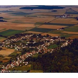 Photo aérienne de Nointel (60840 et non 60600) - cette photo est déjà utilisée sur notre site : www.commune-nointel.fr