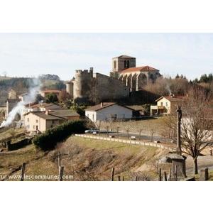 Vue de Sauviat et son château
