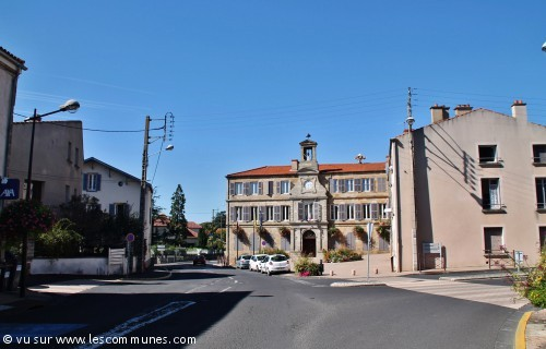 Commune vic le comte mairie et office de tourisme fr for Piscine vic le comte