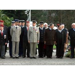Une très belle cérémonie à la Mémoire des Morts pour la France ce 5 décembre 2009 à Mourenx au cours de laquelle le Président de la Section U.N.C Mourenx Bassin de Lacq a été décoré de la Médaille Militaire par le sous-préfet militaire le Lt-Cel HABONNEAU