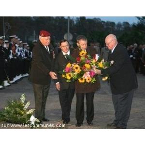 Au cours de la cérémonie du 5 décembre à la Mémoire des Morts pour la France en Algérie les plus hautes personnalités régionales ont répondu à l invitation de l UNC Mourenx Bassin de Lacq. Au cours de cette cérémonie le Président JC SELLES BROTONS a reçu