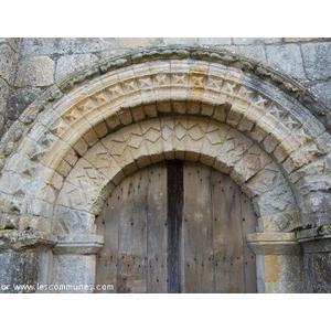 les voussures de l église, portail en mauvais état