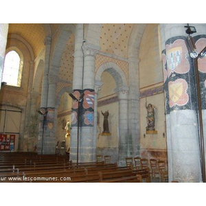 l intérieur de l église  St Hilaire
