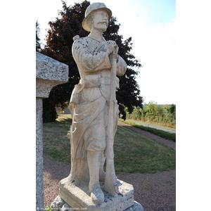 Monument aux Morts , détail, le Poilu, sculpture de ?...