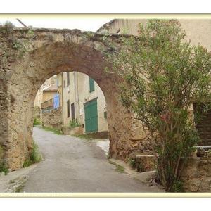 "Cotignac "" Porche en tuf de la montée du plan de Giraud """